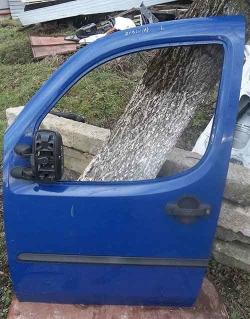 Двері-на-Фіат-Добло-синього-кольору