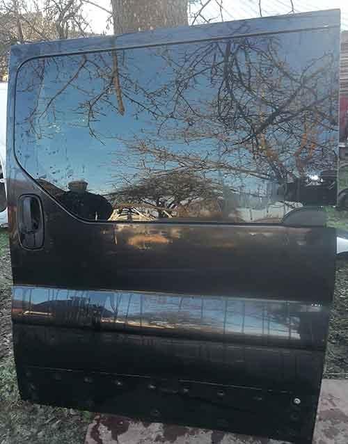 Розсувна дверка Opel Vivaro