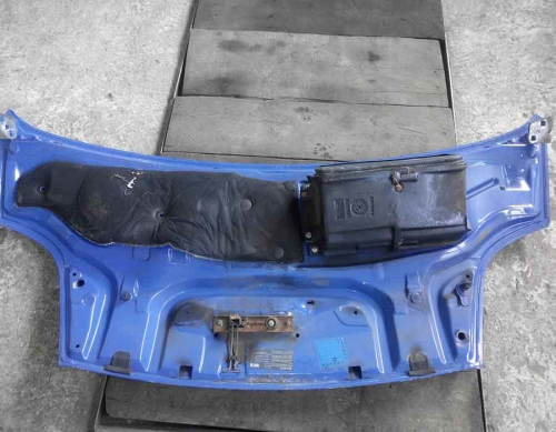 Капот синього кольору Opel Vivaro