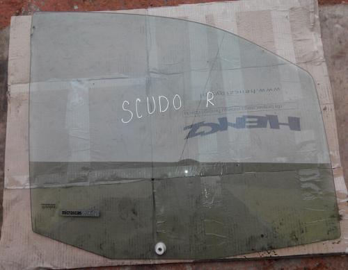 скло на передні праві двері fiat scudo