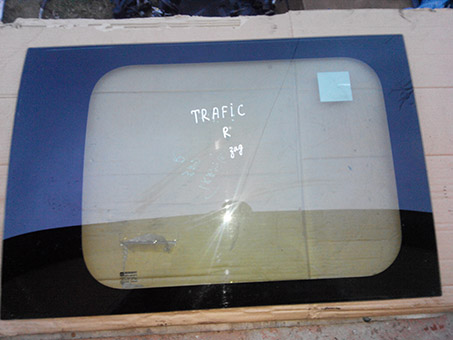 Скло бокове заднє праве Renault Trafic