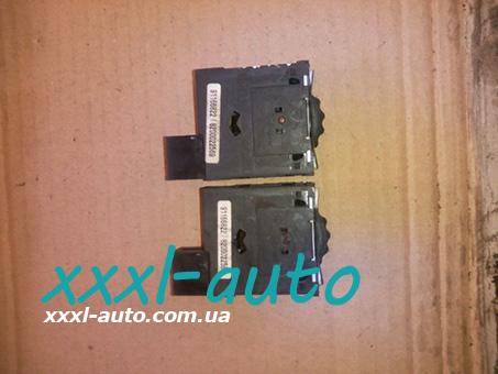 Кнопка коректора фар 8200022569 Renault-Trafic 01-07
