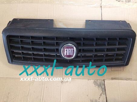 Решітка радіатора Fiat Doblo 735395576