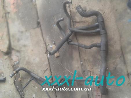 Патрубок системи охолодження (павук) Opel Vivaro 8200151876