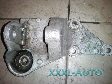 Кронштейн двигуна правий верхній 2.0JTD 8V ft Fiat Scudo 1995-2007