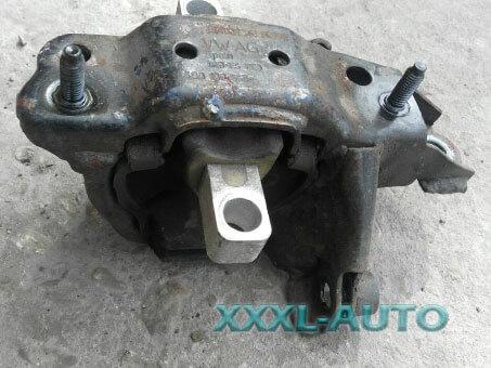 Фото Подушка (опора) двигуна ліва Skoda Fabia 6Q0199555AC VAG 1999-2007