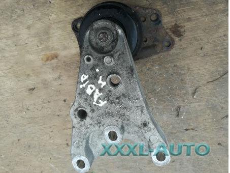Фото Кронштейн подушки двигуна правий Skoda Fabia 2 07-14 6Q0199185S