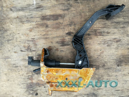 Фото Педаль зчеплення пластик Skoda Fabia New 2007-2014